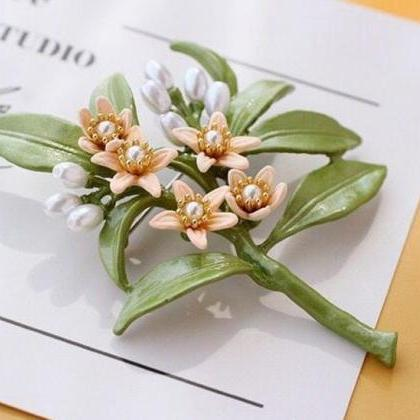 Pearl Brooch with Matching Pearl Da..