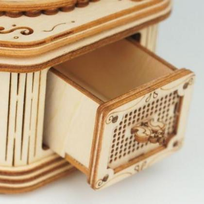 Rsslyn Gramophone Box Wooden Puzzle..