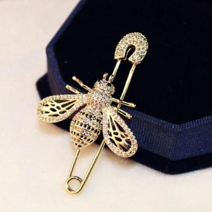 RSSLyn Golden Bees Needle Pins for ..