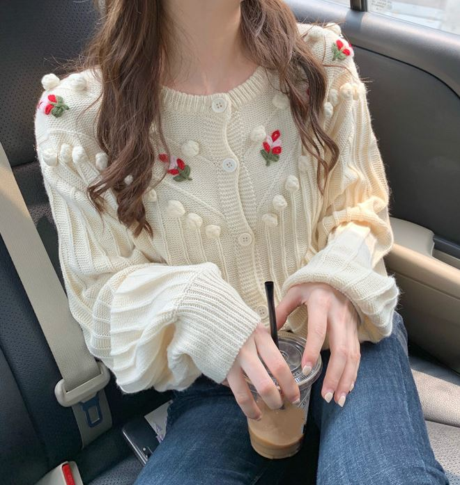 New Creamy Sweaters for Women Embroidery Red Flowers Off White Color Cropped Sweaters for Women Loose Fit Cardigans