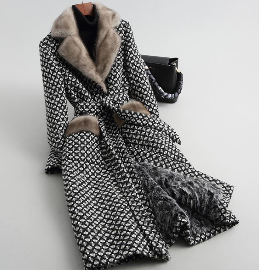 Fashion Plaid Trench Coats for Women Black Houndstooth Designer Luxury Black Overcoats Wool Full Fur Lining Free Designer Brooch