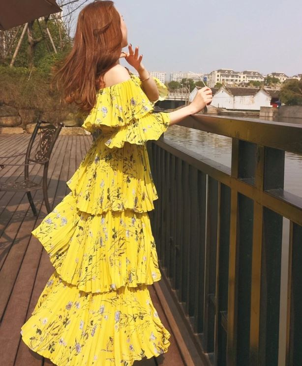 f6648bd579e9 Yellow Maxi Dress Tiered Fashion Dress for Women Model Yellow Deluxe  Printed Tiered Dress