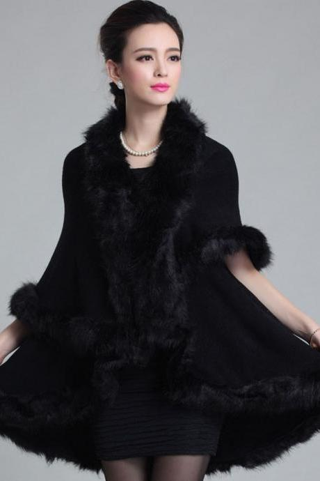 Black Shawl Winter Ponchos Winter Coats for Women Black Coats Wool Material Warm Long Cape with Faux Fox Fur Black Parkas