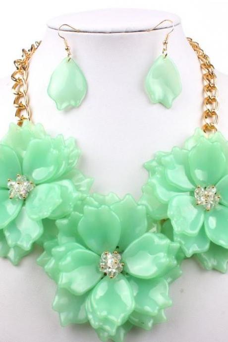 Big Flower Jewelry Set Chunky Mint Green Chokers for Women Acrylic Green Bib Fashion Collars for Women