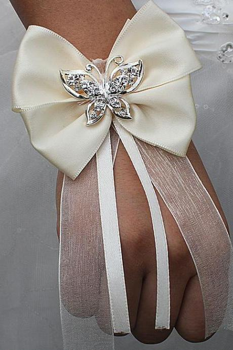 2pcs/SET Affordable Bows for a Bride Butterfly Theme Bridal Shower Accessories for Wedding-Ivory Bows Hand Flower Bracelets