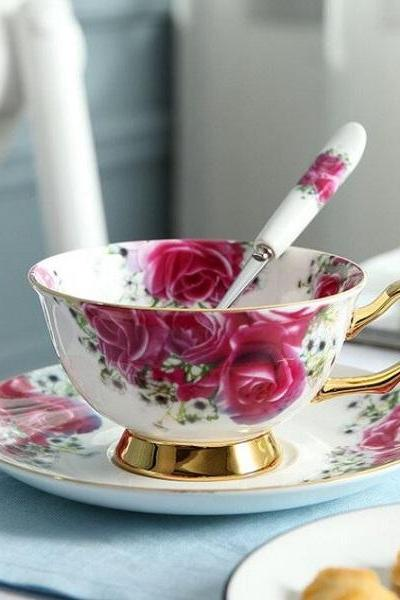 Rsslyn 3pcs/SET Pastoral Rose Tea Cups Personal Use Vintage House 200ml European Home Bone China Tea Cups Saucer and Spoon