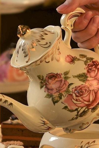 Rsslyn European Ceramic Teapot Household Ceramic Coffee Pot Ivory Rose Vintage Kitchen Collection Porcelain Display and House Decoration